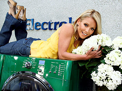 Yellow is my favorite color and it's sooo awesome for spring. Kelly looks so adorable while promoting the new Electrolux washing machine.