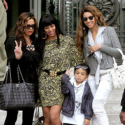 The women of the Knowles family meet in Paris while Beyonce's on her I