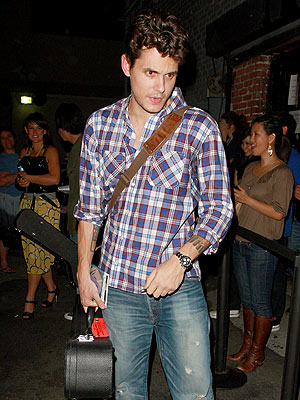 John Mayer gave attendees a sneak preview of some new music at LA's Hotel Cafe.