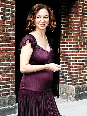 "Maya Rudolph is the cutest thing! And yes, she's showing. Here she is outside ""Late Night w/ David Letterman."""