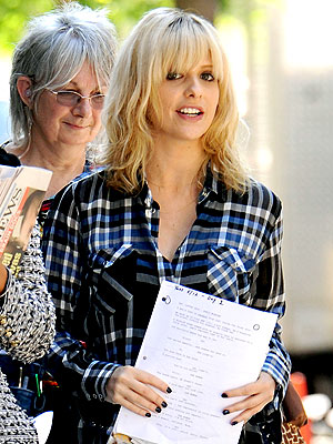 "An expecting and very blonde Sarah Michelle Gellar on the set ""Wonderful Maladys."""
