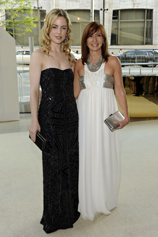 Melissa George, in Nicole Miller, with the designer.