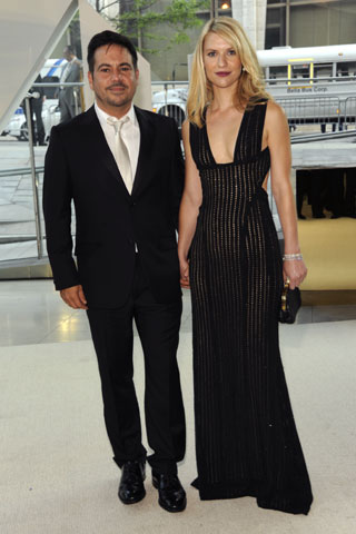 Narciso Rodriguez with Claire Danes, in his design with a Tod's clutch.