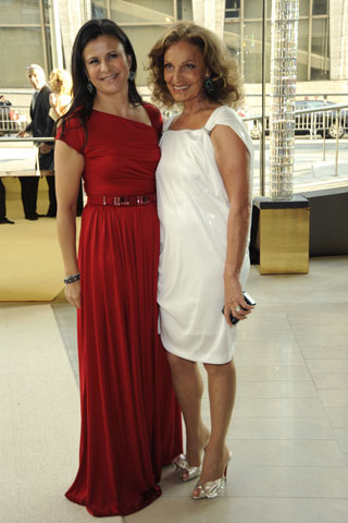 Tracey Ullman, in Doo.Ri and Fred Leighton jewelry, with Diane von Furstenberg, in her own design.