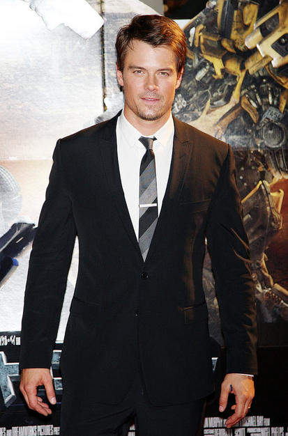 """Oh! That Fergie is too lucky! That fine mass of man Josh Duhamel looks super hot at the premiere of """"Transformers: Revenge of the Fallen."""""""