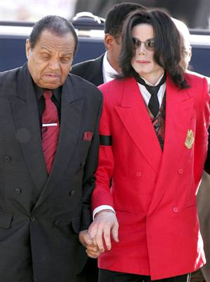 http://thejournalista.files.wordpress.com/2009/06/michael_jackson_vmed_widec.jpg