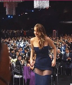 JENNIFER-LAWRENCE-DRESS-RIP-SAG-AWARDS-570