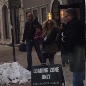 Bey and Blue Ivy leaving Karyn's Restaurant in Chicago on Dec. 13, 2013.