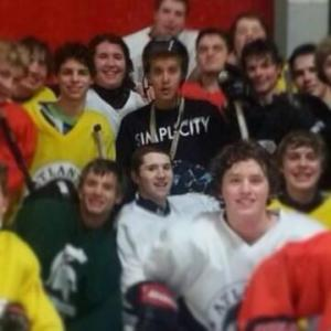 Beiber posed for pictures  with the Atlanta Knights junior teams, after leaving Jersey.