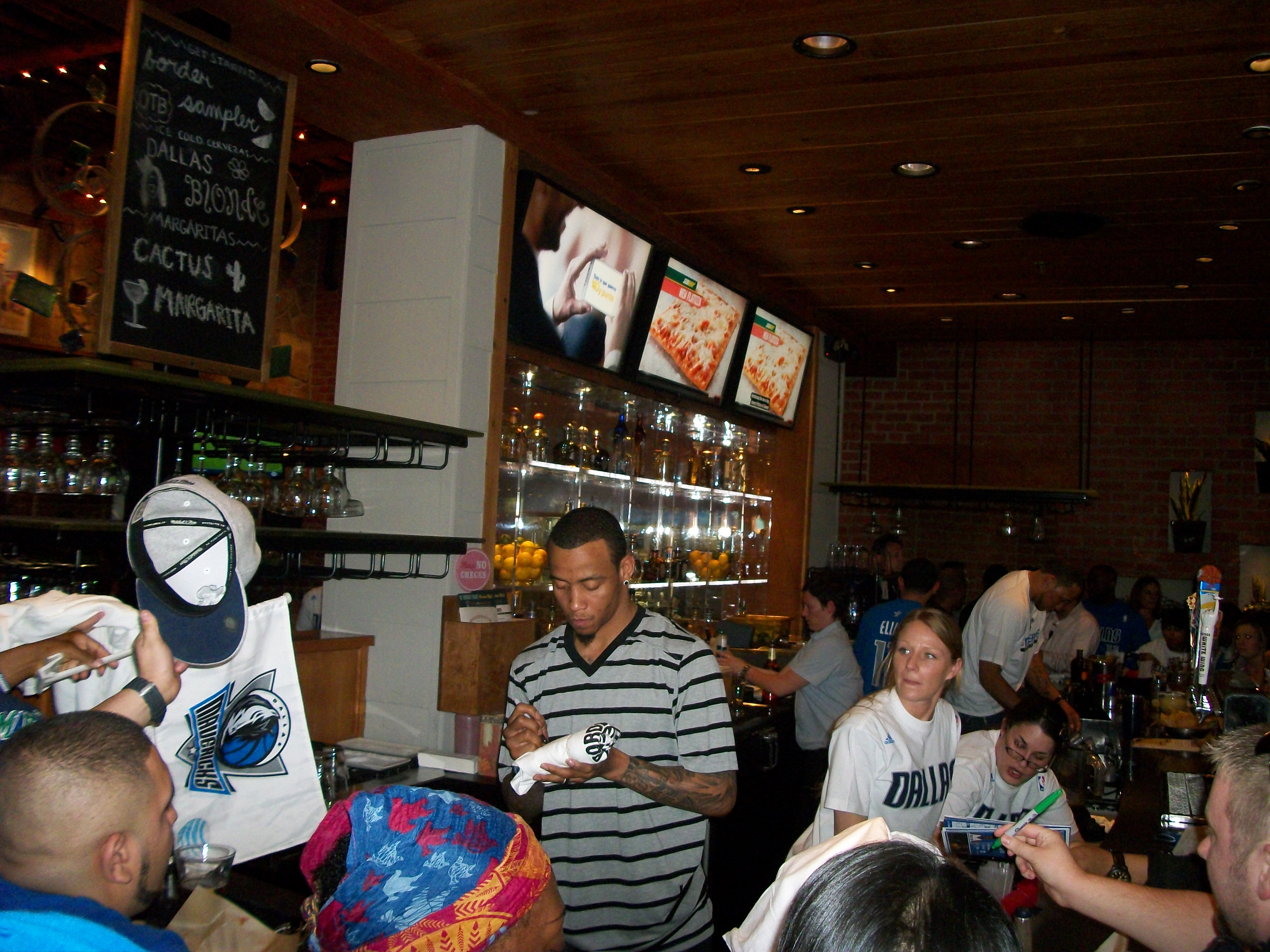 monta ellis and shawn marion show off their bartending skills 20140315 051250 jpg